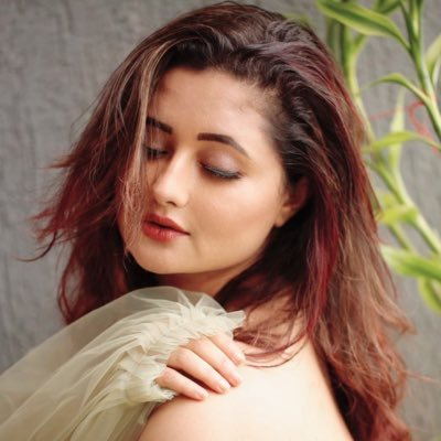 Let us dive into the life of Rashami Desai, the exceptional Indian television actress who rules the shows through her outstanding performance.