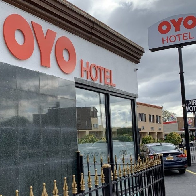 Oyo has decided to carry out a lay off operation to let go of 1200 employees in India and almost 5% of employees in China under pressure from Softbank.